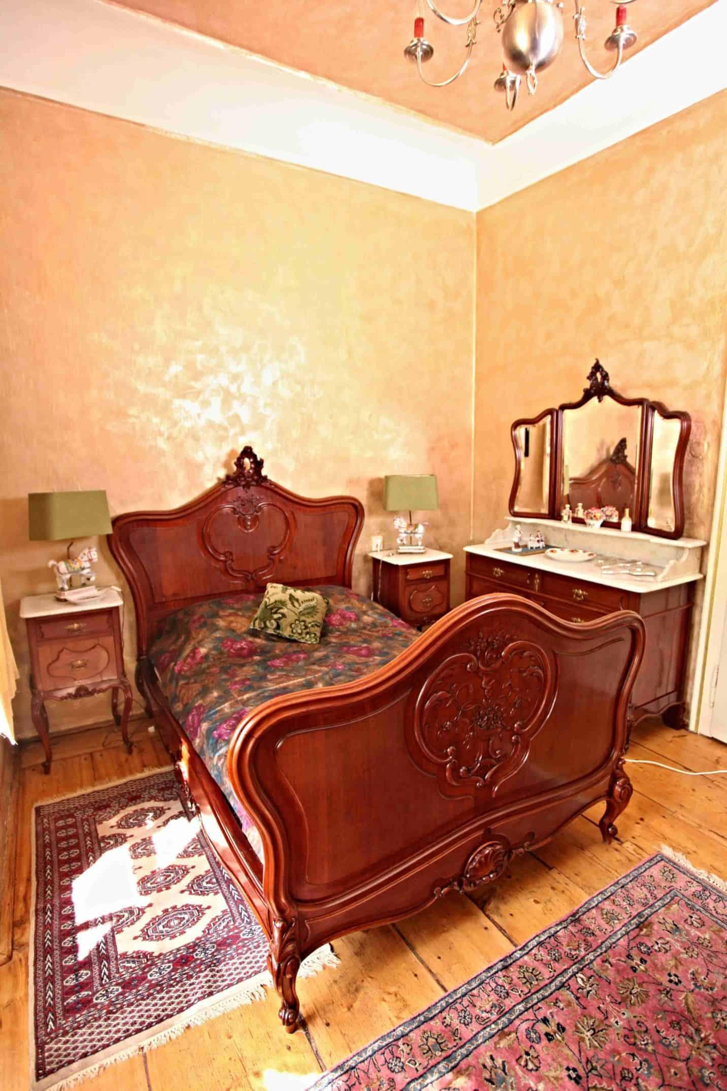 Reichlich Schloss Schlafzimmer geschnitzt. Mahagoni. Mramor ...
